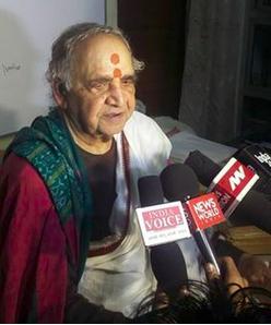 Acharya Vagish Shastri bei einem öffentlichen Teaching