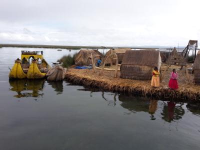 Eine Uros-Insel auf dem Titicacasee
